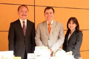 左から協会日本代表の浜本哲郎、ワシントンCD 本部 グローバルトレード・マネージャーのアルバロ・コルデロ、日本事務所オフィス・マネージャーの星澤道代