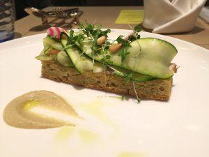 ソルガムきびのフォカッチャとローストポーク ズッキーニとHATAKEの野菜たち
